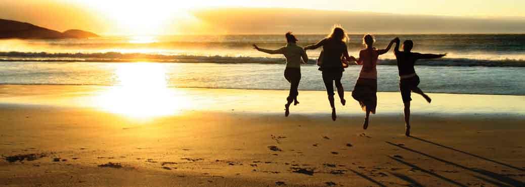 dancing-girls-beach-1034